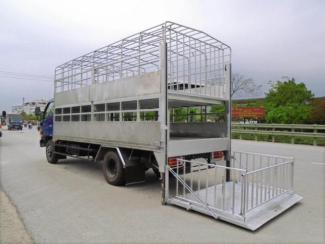 xe hyundai hd120sl chở lợn