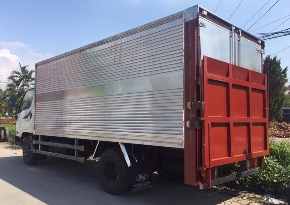Ngoại thất hyundai hd700 thùng kín
