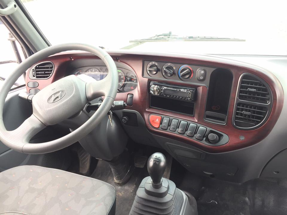 Nội thất xe tải Hyundai HD120Sl gắn cẩu